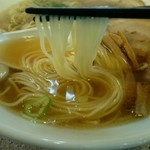 中華そば 来味 - パツンとした食感のストレート細麺。