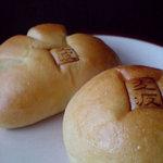 麦波ベーカリー - あんぱんとクリームパン