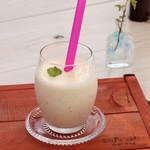 エリーズ カフェ - スムージーシェイク !懐かしのミックスジュース