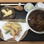 手打そば加々家 - 天ぷら蕎麦です。
