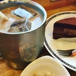 珈琲所 コメダ珈琲店 - 銀のアイスコーヒーとドゥショコラをオーダー