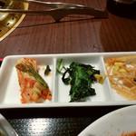 天壇  - キムチ・壬生菜?のような葉ナムル・モヤシナムル