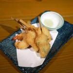 かき左右衛門 - 串揚げ 盛り合わせ ¥650 えび 蓮根えび きす 舌平目おくら巻き いたや貝