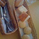 イタリア料理 リストランテ フィッシュボーン - パン