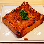 ペリカンカフェ - 香ばしい黄色いチーズトースト。