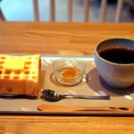 ペリカンカフェ - 人気の炭焼きトーストと珈琲のセットです。