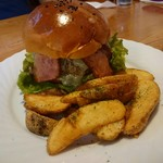 YamagataSteak&CafeRestaurant飛行船 - ゴルゴンゾーラチーズのせ米沢牛ハンバーガー(1500円)