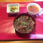 YamagataSteak&CafeRestaurant飛行船 - 黒毛和牛牛フィレ丼(2000円)