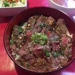 YamagataSteak&CafeRestaurant飛行船 - 黒毛和牛牛フィレ丼(2000円) 丼アップ