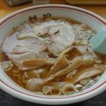 新月  - 料理写真:ワンタン麺