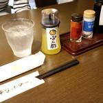谷口屋 - テーブルの調味料類