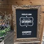 サタデイズ チョコレート ファクトリー カフェ - 看板