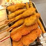 串カツ田中 - 牡蠣、アスパラ、エビ、豚、紅ショウガ。