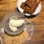 山ちゃん - ぶっといピリ辛山椒メンマ&生クリームチーズ withクラッカー