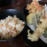 がいな製麺所 - かやくご飯と天ぷら