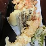 がいな製麺所 - 天ぷら(がいな盛り)