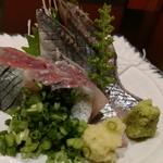 すし魚菜 かつまさ - 秋刀魚刺し。