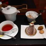 ル カフェドゥ ジョエル・ロブション - ケーキセット(モンブランとアールグレーレモンティー)