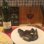 溺れる肴 - ムール貝白ワイン蒸し