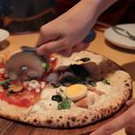 73337933 - ピザはハーフ(マルゲリータ&本日のピザ)でお願いしました