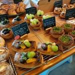ルオント - いろんなパン(植物の鉢?)
