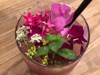 ザ コートヤード バイ マグ - お花のお味堪能✨苦いのもあります