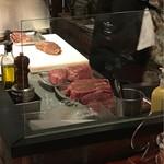 Sacree Fleur - 大きなお肉が並んでいます