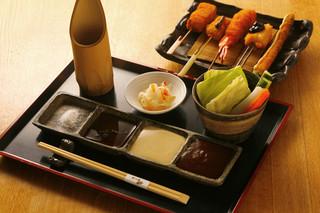 串たなか - こだわり塩・ぽん酢・マヨネーズ・自家製ソース、サラダは食べ放題