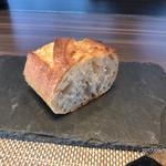 73344223 - ランチセットのパン。