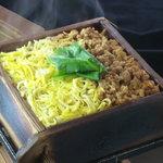 夙川 中屋 - 熱々の湯気もご馳走です「鶏そぼろせいろご飯」 600円