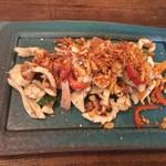 和sian-cafe aimaki - コース料理から、プラームック・パッド・ガティアム(イカのニンニク炒め)