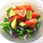 寿司酒場 スシイチ - 【サラダ】アボカドとトマトのサラダ