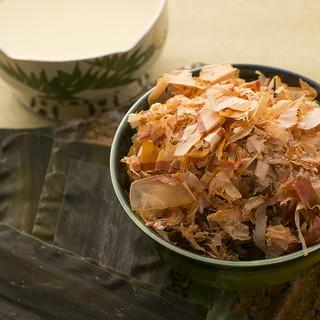 あっさりと澄んだ京風の一番出汁で炊くおでん