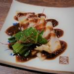 紅紅火火 - 料理写真:・フカヒレのお刺身 淡路玉ねぎと鎮江香醋のソース