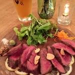 CAPTAINCOOK - お肉は炭火でじっくり焼いています。肉汁を閉じ込めた肉肉しい赤身です。胃もたれもなくがっつりたべれます。