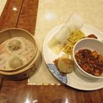 73375750 - 蒸し小籠包・北京ダック・上海風焼きそば・酢豚・本格四川麻婆豆腐・焼き小籠包