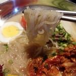 韓国苑 - 透明感強めの麺です
