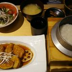 五穀 - 料理写真:白身魚と野菜の健康黒酢あんかけ定食1,080円(税別)