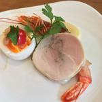 73378694 - バル街メニュー                       リンチェ名物 前菜盛り合わせ                       ・チケッティディウォヴォ〜ゆで卵とアンチョビ〜                       ・自家製パンチェッタを巻いた赤エビのポワレ                       ・鶏もも肉の自家製ハム