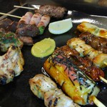 居酒屋よいち  - 料理写真:焼き鳥の盛り合わせ(タレ・シオ選択可)。全15種1本210円~