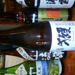 居酒屋よいち  - ドリンク写真:アサヒスーパードライの生ビール、樽ハイ、ハイボール、焼酎各種、ワイン各種、カクテル各種など、ドリンクも多彩。日本酒は地元茨城県の霧筑波、一品のほか、浦霞、刈穂などおよそ10銘柄をご用意。獺祭なども限定で入荷あり。