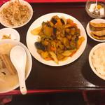 客來香 - 料理写真:鶏肉の唐辛子炒め定食