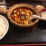 73382450 - ココは土鍋で出てくる麻婆豆腐                       四川とは違った味付けがまたいい感じ✌️