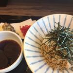 バイバッソ - 豚肉つけ蕎麦(細麺)と磯辺揚げ。