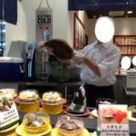 回転割烹 寿司御殿 - ヒラメ こうやって新鮮なネタを披露しては、どんどんお寿司やお刺身にっ!!そりゃ、ついつい注文の手を挙げちゃいますよね(^0^)/// 2017/07/29