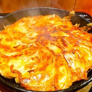 博多名物!「八助」の鉄鍋餃子の食べ放題
