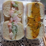 フレッシュ ベーグル フープ - 持ち帰りサンドイッチ。えびセロリサラダ&パンプキンビーンズサラダ