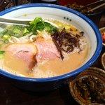 麺の坊 砦 - 無料トッピングでお好みの味へ