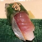 寿司割烹 魚紋 - 〆鯖(松前仕立)