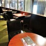 ピエール マルコリーニ - 店内の階段を上った 喫茶室 の窓際の席。良い雰囲気です。